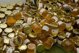 Jars of Honey as Wedding Favors