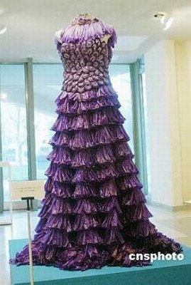 condom-wedding-gown_49